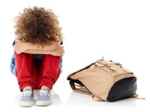 Afbeelding van een kind dat ongelukkig is en niet lekker in zijn vel zit - Superkidz.nl